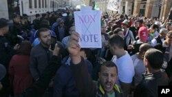 Manifestation contre la présidentielle à Alger en Algérie le 29 novembre 2019.