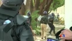 2014-08-31 美國之音視頻新聞: 巴基斯坦警方毆打報導衝突記者