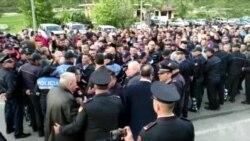Shqipëri, opozita bllokon rrugët në 12 qarqe