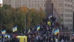 烏克蘭東部城市摧毀列寧雕像
