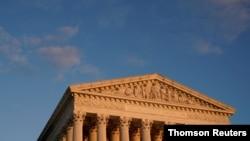 La Corte Suprema de Estados Unidos examina un esfuerzo republicano por derogar la Ley de Cuidado de Salud Asequible, conocida como Obamacare.