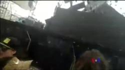 巴西一路露天舞台狂風中倒塌