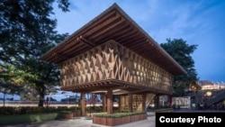 Microlibrary Warak Kayu di Semarang menggabungkan konsep rumah panggung tradisional Indonesia dan sistem konstruksi Zollinger Bauweise Jerman. (courtesy to : Kei/fotografer SHAU Indonesia).