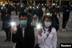El día de fin del año 2019, miles salieron a las calles a recordar a los muertos y heridos en las protestas en Hong Kong.