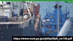 일본 방위성이 월간 활동 보고서 12월 호를 통해 북한 선박 '안산 1호'의 불법 환적 정황 포착 사진을 공개했다.