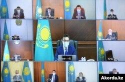 Kazakh President Kassym-Jomart Tokayev, lower left, holds a meeting with his cabinet, July 10, 2020. (Courtesy - Akorda.kz)