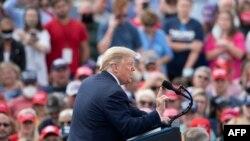 پرزیدنت ترامپ در جریان گردهمایی انتخاباتی روز پنجشنبه در ایالت کارولینای شمالی