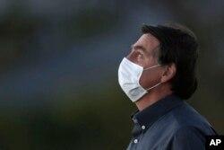 Brezilya Devlet Başkanı Jair Bolsonaro da virüse yakalandı.