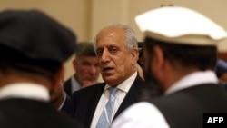 រូបភាពឯកសារ៖ អ្នកតំណាងពិសេសរបស់សហរដ្ឋអាមេរិកសម្រាប់ការចរចាជាមួយ Zalmay Khalilzad នៃប្រទេសអាហ្វហ្គានីស្ថានចូលរួមពិភាក្សា Afghan Dialogue នៅរដ្ឋធានី Doha ប្រទេសកាតាកាលពីថ្ងៃទី០៨ ខែកក្កដា ឆ្នាំ២០១៩។