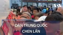 Dân TQ chen lấn mua đồ siêu thị Mỹ