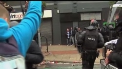 2013-08-10 美國之音視頻新聞: 26名警察在北愛爾蘭抗議事件中受傷