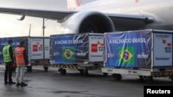 """ბრაზილიის აეროპორტში """"სინოვაკის"""" წარმოებულ ვაქცინებს ტვირთავენ"""
