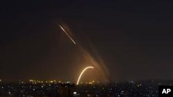 Za roketi zarashwe ziturutse mu karere ka Gaza mu ntara za Palestina