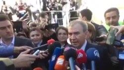 Milli Şuranın prezidentliyə namizədi mətbuata açıqlama verir