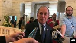 Bivši gradonačelnik Njujorka Makl Blumberg podneo je dokumenta da bi se našao na glasačkim listićima na primarnim predsedničkim izborima u Arkanzasu, 12. novembra 2019.