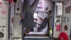 """兩名美國宇航員乘坐""""龍飛船""""離開國際太空站,於星期天返回地面。"""
