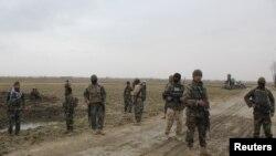 Binh sĩ Afghanistan tại hiện trường vụ tấn công của Taliban.