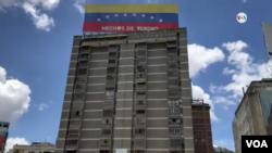 El dirigente vecinal, Carlos Rojas, subraya que los principales afectados de las invasiones son personas de clase media e incluso sectores populares que, ante la crisis que atraviesa Venezuela, decidieron migrar buscando mejores oportunidades.