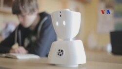 Robot giúp bệnh nhi bớt cô đơn