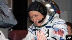 Астронавт Кристина Кук на борту МКС