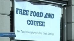 Federal Çalışanlar Ücretsiz Yemek İçin Kuyruklarda