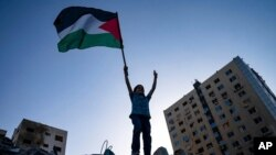 Palestinska zastava na ruševinama u Gazi