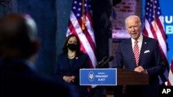 조 바이든 미국 민주당 대통령 후보와 카멀라 해리스 부통령이 16일 델라웨어주 윌밍턴에서 신종 코로나바이러스 대응과 경제 회복 계획 등에 관해 언급했다.