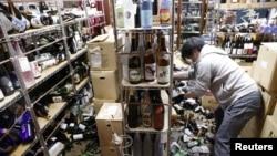 日本福島縣沿海發生強烈地震,導致商店受損(2021年2月13日)
