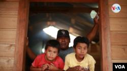 Las familias en Cayo Rama viven con estrictas medidas de confinamiento por el COVID19. [Foto de Houston Castillo, VOA].