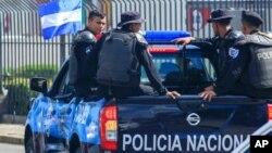 Une camionnette de la police nationale du Nicaragua patrouille dans le centre-ville de Managua, le 24 août 2019.