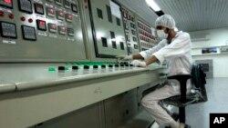 تصویری از تاسيسات فرآوری اورانيوم در اصفهان در ۴۱۰ کیلومتری تهران. آرشیو، ۳ فوریه ۲۰۰۷