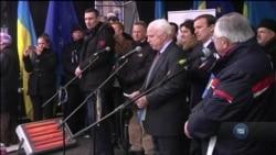 Джон Маккейн поїхав до Києва у 2013-му попри застереження Держдепу. Спогади Стівена Нікса. Відео