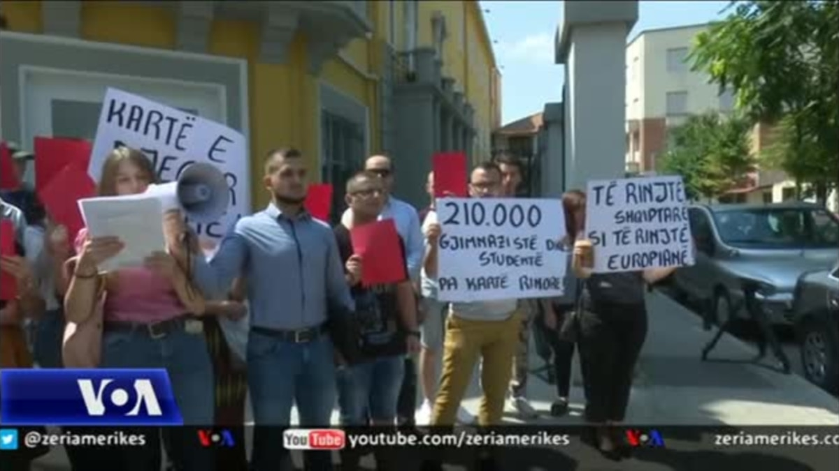Rinia shqiptare proteston; kërkojnë zbatimin e ligjit për ta