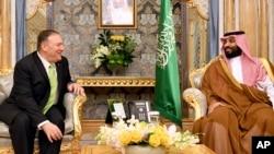 美国国务卿蓬佩奥(左)在沙特阿拉伯吉达会见沙特王储穆罕默德·萨勒曼。(2019年9月18日)