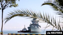 Britanski ratni brod upljovljava u luku Batumi u Crnom moru (Foto: Ministarstvo unutrašnjih poslova Gruzije)