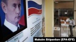 На участке для голосования по поправкам в Конституцию РФ. 25 июня 2020.