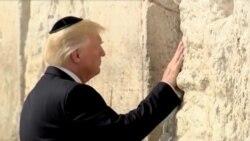 Претседателот Трамп го допира Западниот ѕид во Ерусалим