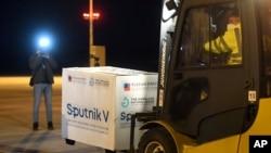Партия вакцины «Спутник V» в аэропорту города Кошице, Словакия (архивное фото)