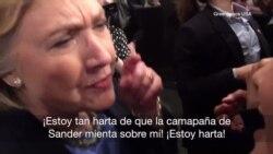 Clinton reacciona con enojo a provocación de activista