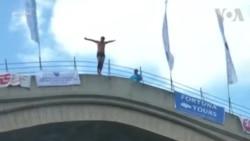 بوسنیا: غوطہ خوروں کو دیکھنے کے لیے ہزاروں شائقین اکٹھے