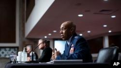 被提名为空军参谋长的查尔斯·布朗上将在参议院军事委员会作证。 (2020年5月27日)