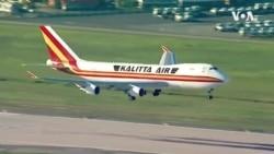 随着冠状病毒疫情扩大,航空公司暂停飞往中国的航班