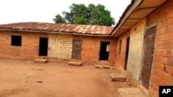 Ishure rigaragara inyuma y'aho abanyeshure banyururijwe i Tegina, muri Nijeriya, kw'itariki ya 1/06/2021