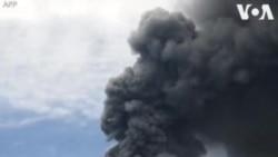 Volcano yalipuka kisiwa cha Sumatra, Indonesia