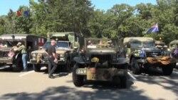 Konvoi Kendaraan Militer Bersejarah Melintasi Amerika