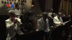 یک گروه موسیقی جاز با اعضای صد ساله در شانگهای چین