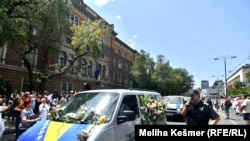 Bosnia and Herzegovina -- Citizens of Sarajevo in front of the Bosnian Presidency are paying their respect for the 19 Srebrenica genocide victims, who will be buried in Srebrenica on the July 11, in Sarajevo, July 9, 2021.