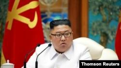 노동당 중앙위원회 정치국이 25일 신종 코로나바이러스 감염증으로 의심되는 탈북민이 개성을 통해 월북한 것과 관련해 비상확대회의를 긴급 소집했다고 조선중앙통신이 보도했다