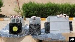 تجهیزاتی برای استخراج بیت کوین که پلیس ایران اعلام کرد در شهرستان نظرآباد ضبط کرد - ۲۰۱۹