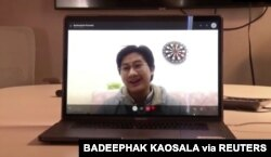 Mahasiswa kedokteran asal Thailand, Badeephak Kaosala, dalam percakapan via online mengungkapkan pengalaman terisolasi di Wuhan karena wabah virus corona, di Wuhan, China, 27 Januari 2020. (Foto: Badeephak Kaosala via Reuters)